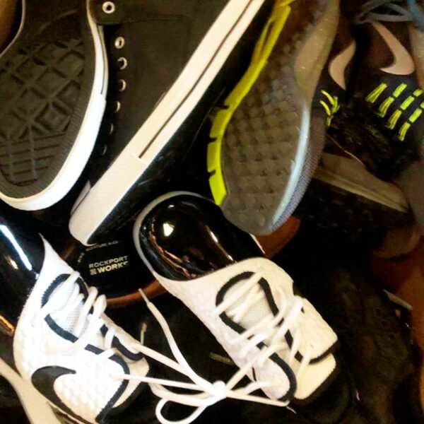 Mix of sports shoes and others in wholesale
